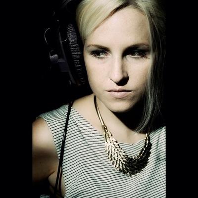 ©rebeccacresta #rebeccacrestaphotography #singer #bairbreanne #headphones #portrait #music #musician #irishsinger #irish