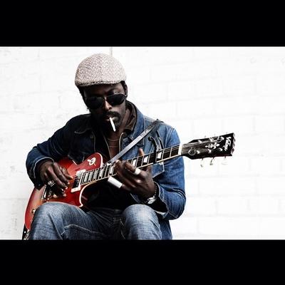 ©Rebecca Cresta #busker #london #music #guitar #londonsouthbank #southbank