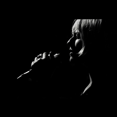 #rebeccacrestaphotography #singer #katedaisygrant #blackandwhite #music #livemusic #bw #monochrome
